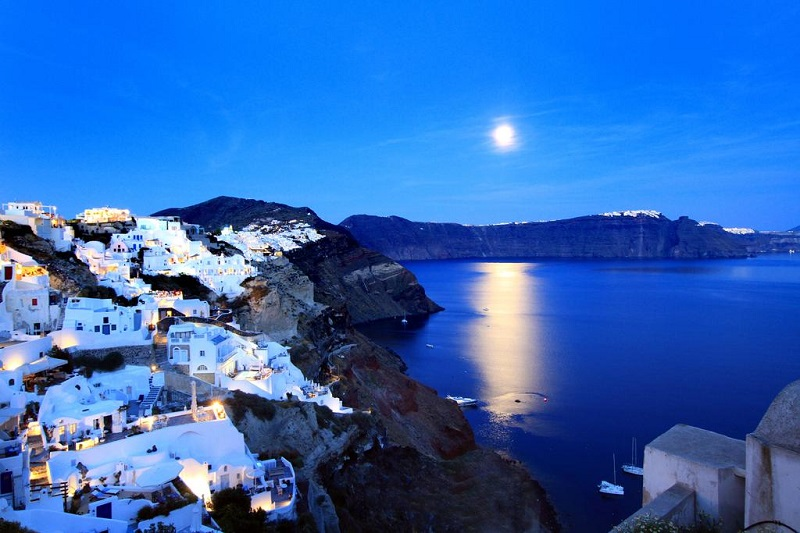 Caldera de Santorini à noite